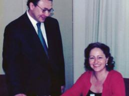 J. P. Morgan. São Paulo, Brasil, março de 2001. Assinatura do contrato de compra da Editora Moderna pelo Grupo Santillana. Andrés Cardó, Isabel Polanco