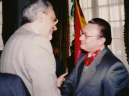 La Paz, Bolivia, 2001. Cancillería de la República de Bolivia. Condecoración Orden de Simón Bolívar. Presidente Carlos Mesa Gisbert, Andrés Cardó