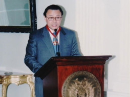La Paz, Bolivia 2001. Cancillería de la República de Bolivia. Condecoración Orden Simón Bolívar.